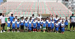 Futbol Yaz Okulu'nda Formalar Başkan Türkyılmaz'dan