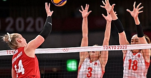 Türkiye Kadın Milli Voleybol takımı, çekişmeli maçta ABD'ye 3-2 yenildi