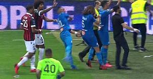 Fransa 1. Ligi'ndeki Nice - Marseille maçında saha birden karıştı