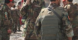 Taliban'dan kaçan 143 Afgan askeri 3 uçak ve 2 helikopterle Tacikistan'a geçti