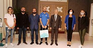 Başkan Erdem'den milli atlet Hakan Cira'ya ödül