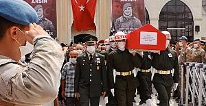"""""""Çatışmalarda çoğunlukla sözleşmeli askerler yaşamını yitiriyor... Uzman çavuşlara iki yıl eğitim verilsin"""""""