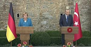 """Angela Merkel veda ziyaretinde seslendi: """"Farklı bakış açılarımız olabilir. Jeostratejik açıdan birbirimize bağlıyız, bağımlıyız."""""""