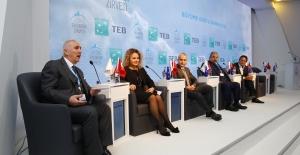 """Uludağ Ekonomi Zirvesi'nde """"Büyüme Dostu Bankacılık"""" Tartışıldı"""